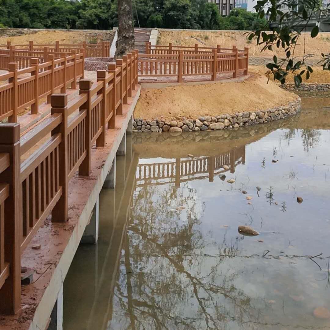 龙岩公园湖边装饰护栏